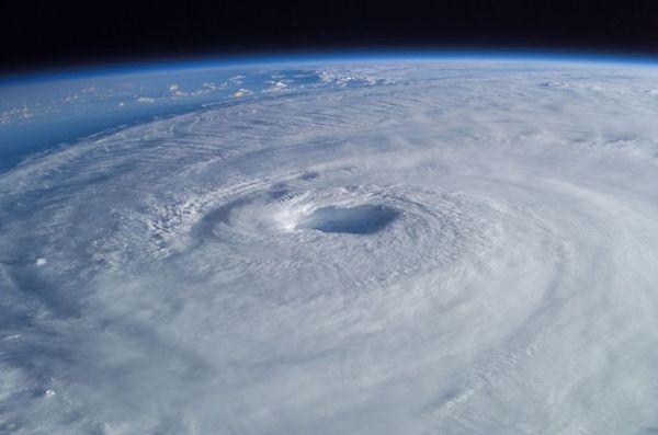 Hurricane -tropical-cyclone-63124__480